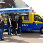 De bekende geel/blauwe ijswagen
